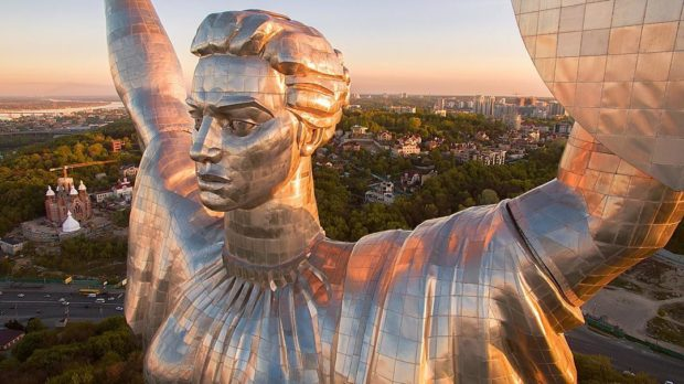 Родина-мать (Батьківщина-мати) — монументальная скульптура в Киеве на правом берегу Днепра.