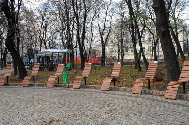 лавочки в парке шевченко, киев