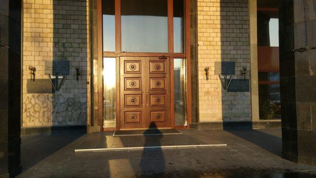 Вход в здание, где находится коворкинг Data-Hub на Крещатике