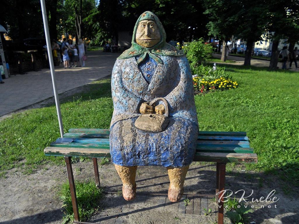 Памятник бабушке Киев