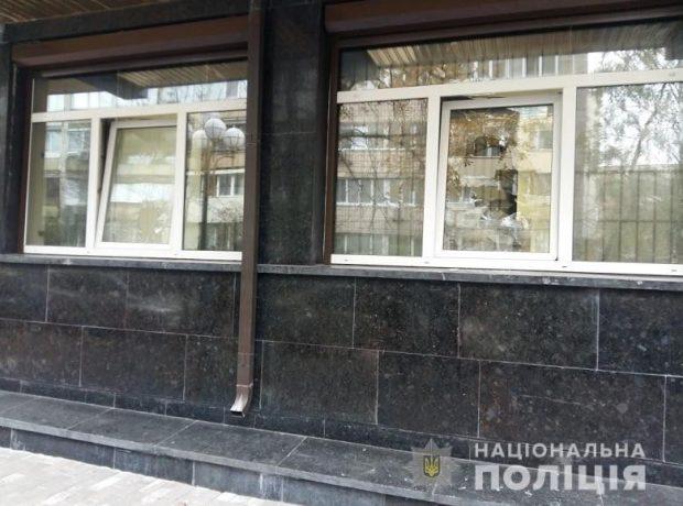 Житель Винницы кидал камни в окна ГПУ