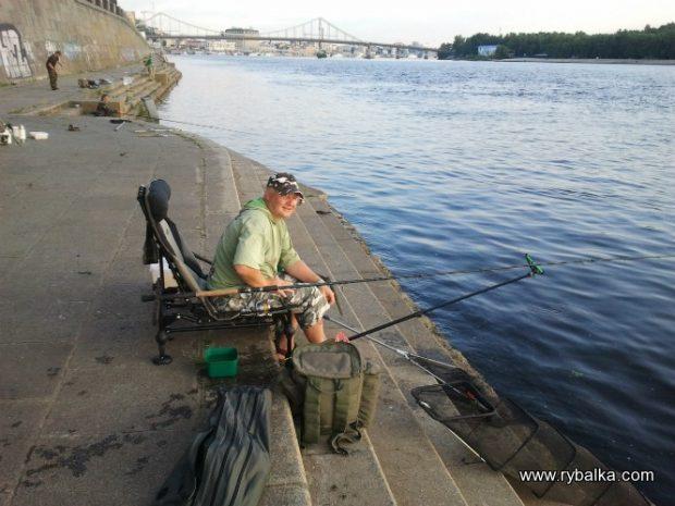 Рыбалка на Набережной Днепра