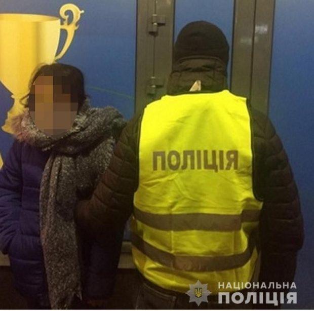 На столичном вокзале задержали группу цыганок, которые грабили людей