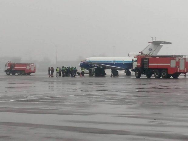 В аэропорту Киева самолет врезался в генератор