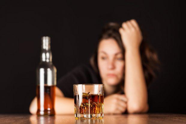 В киевской школе, во время дискотеки, родители распивали алкоголь