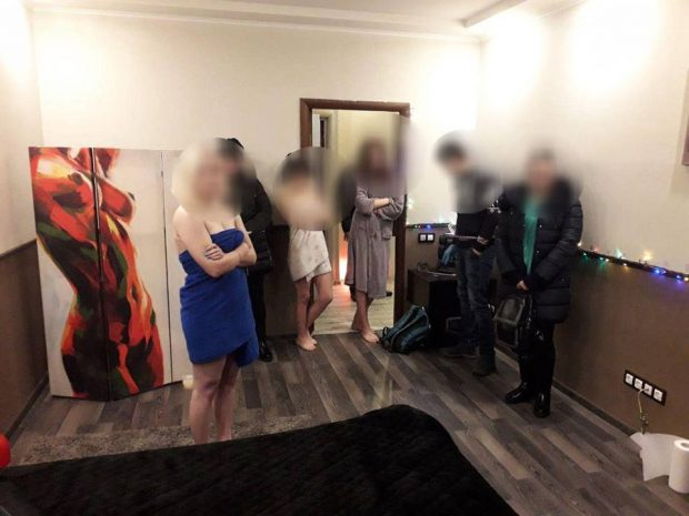 В центре Киева закрыли «массажный салон», где женщины оказывали сексуальные услуги