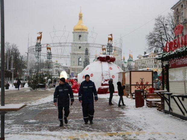 На улицы столицы вывели около 1000 полицейских и установили спасательный пост