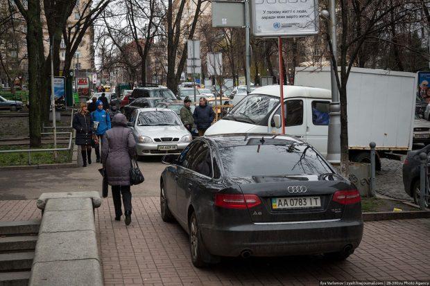 Парковки на тротуарах, Киев