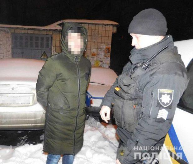 В Киеве прохожие помогли полицейским задержать уличного грабителя