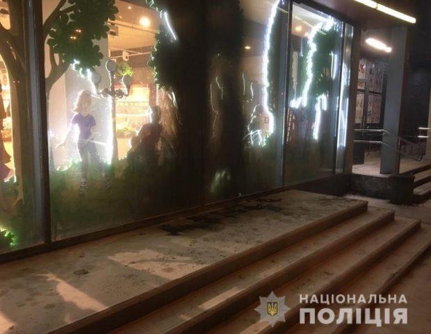 В Киеве снова пытались сжечь магазин Roshen