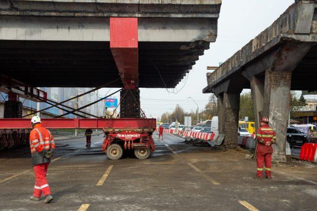Шулявский мост разбирают и вывозят