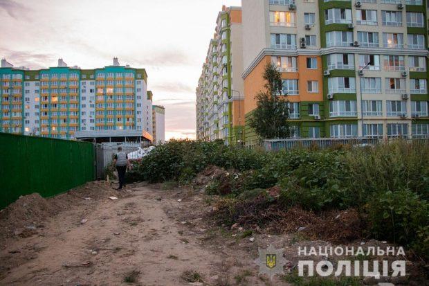 В Киевской области девушка пыталась закопать гранату в поле и подорвалась