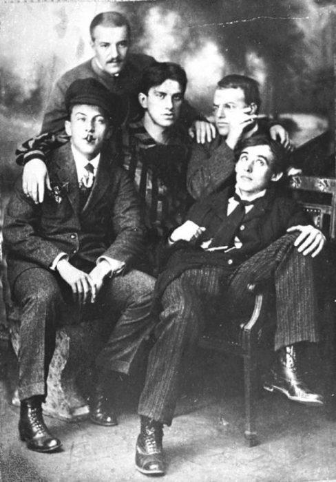 Маяковский и футуристы