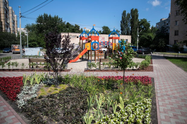 Кличко показал новый сквер, который обустроили в Дарницком районе