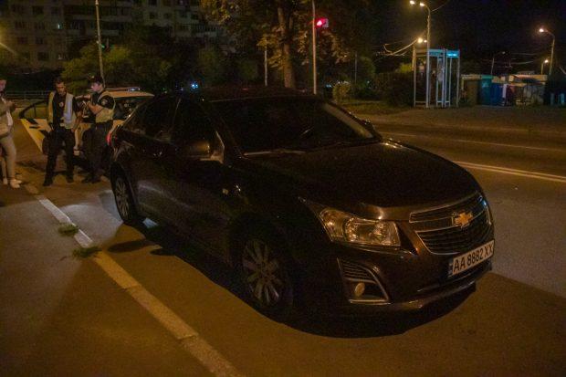 В Киеве начальник отделения прокуратуры ездил пьяным и спрятался в кусты от полиции