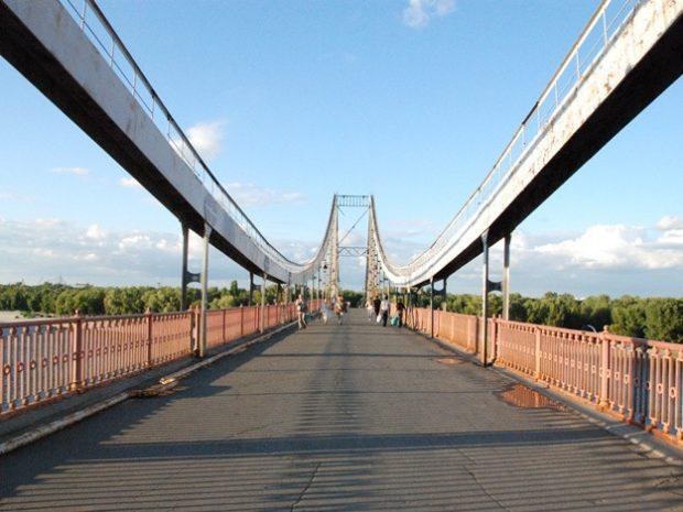 На Парковом пешеходном мосту на Труханов остров ограничат движение