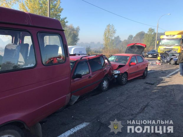 На окружной Броварской дороге в ДТП попали девять авто