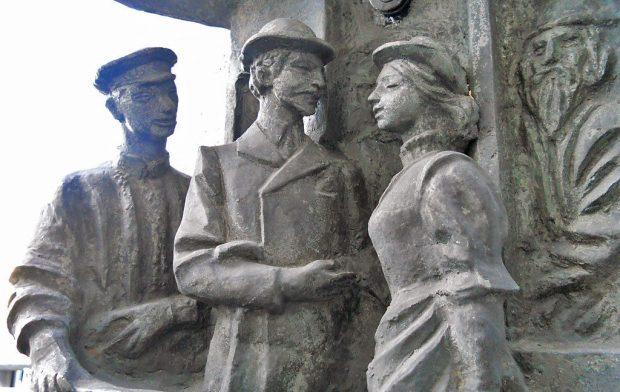Памятник первому трамваю (фрагмент)