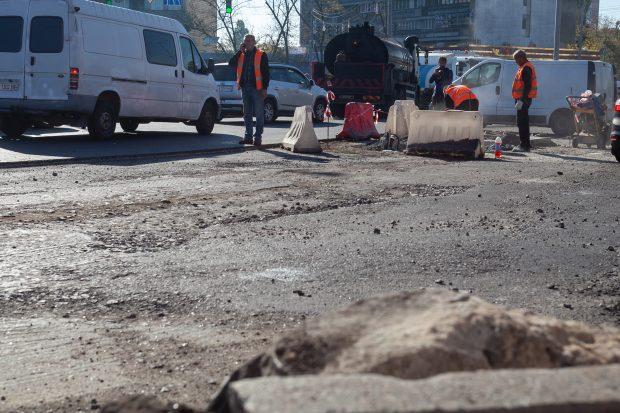 Кличко: в течение недели завершат асфальтирование Дарницкой площади