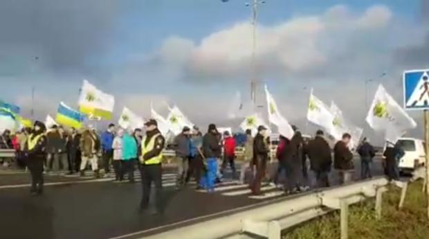 Аграрии перекрыли дороги в нескольких областях: протест против продажи земли
