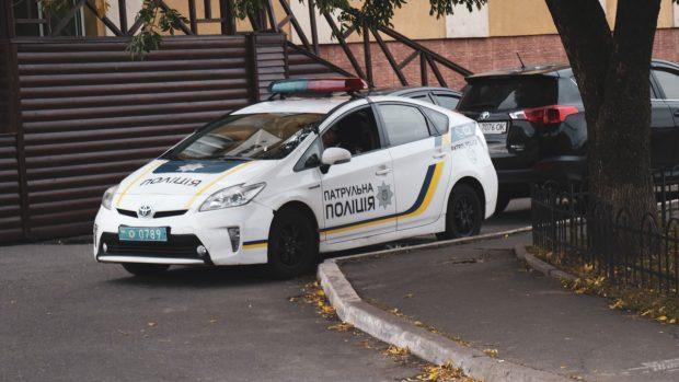 В Киеве из окна 13 этажа выпала 14-летняя девочка