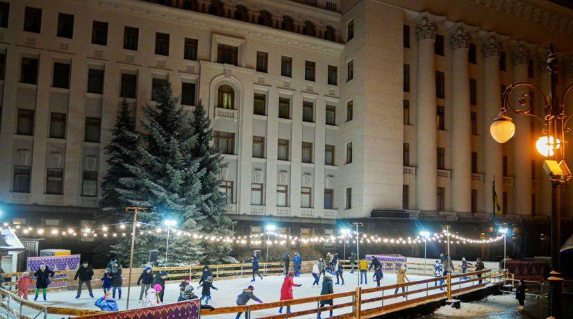 Каток возле офиса Президента, Киев