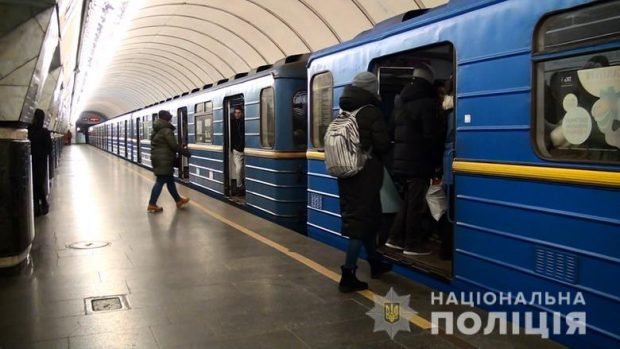 В метро Киеве женщина пыталась похитить чужого ребенка